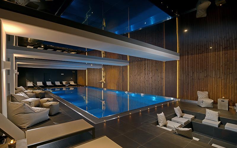 Velký přelivný nerezový luxusní bazén Imaginox v hotelovém komerčním wellness