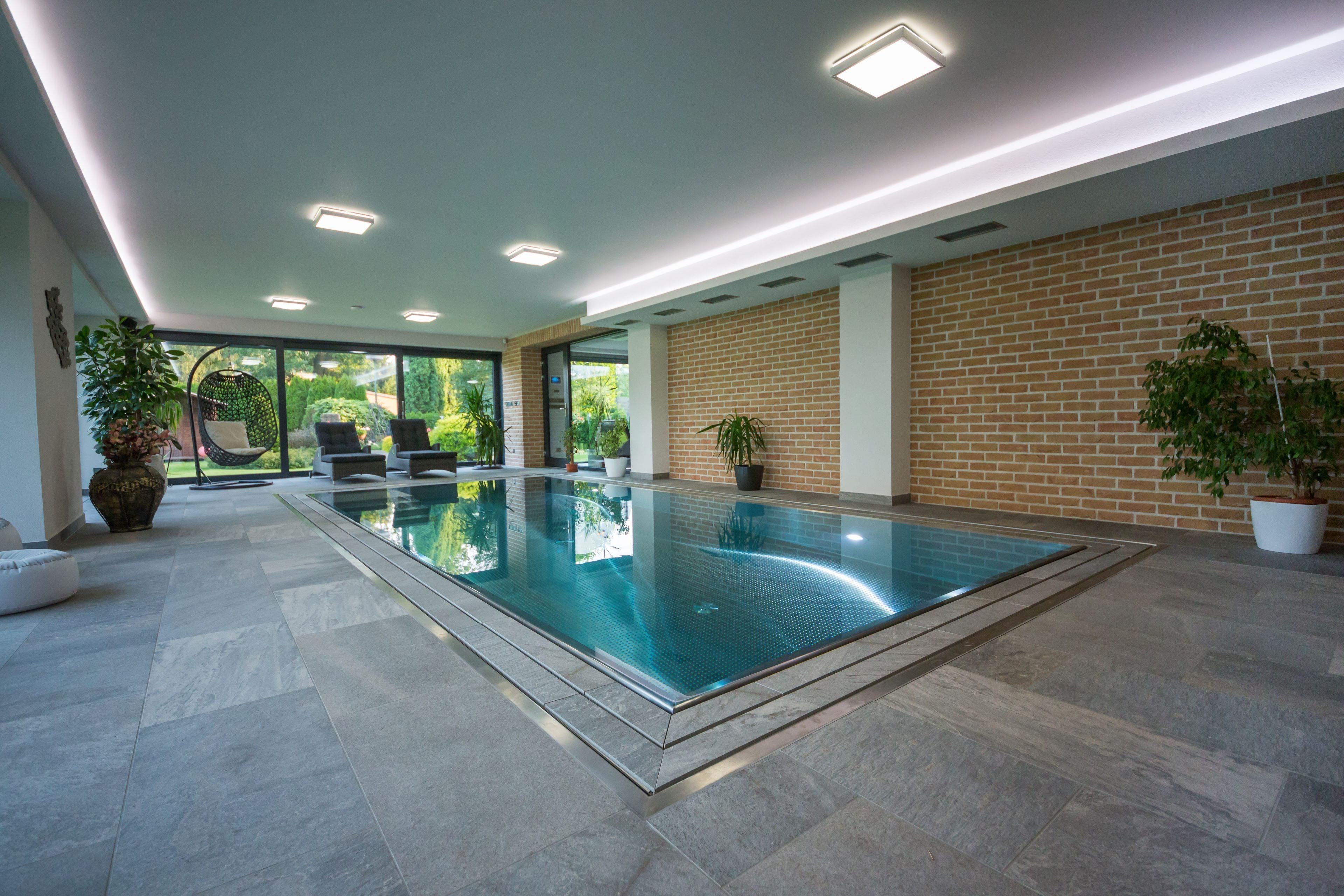 Vestavba přelivného bazénu do vzdušného interiéru