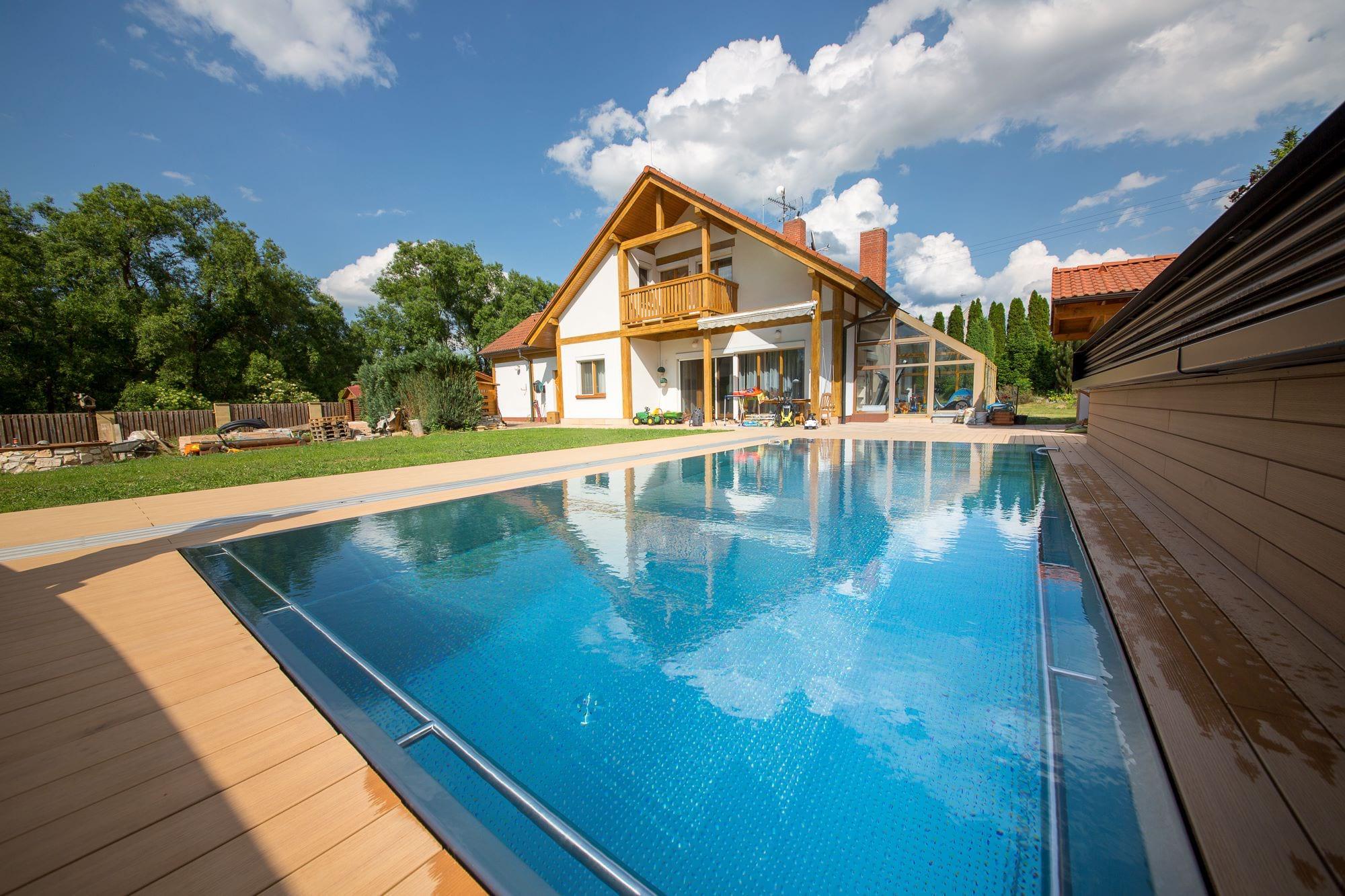 Rodinný bazén s brouzdalištěm pro děti