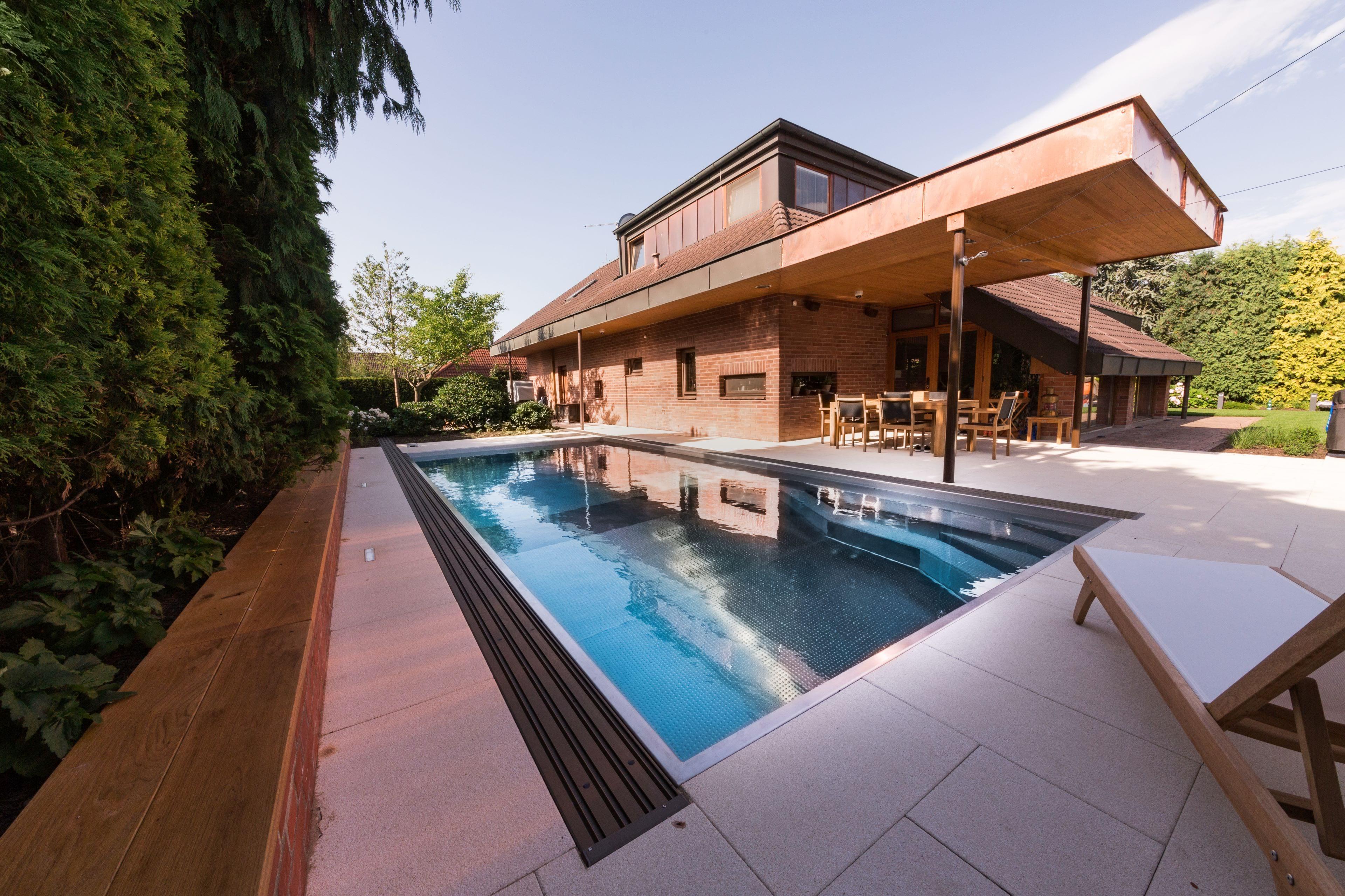 Rodinný bazén s dvěma úrovněmi dna