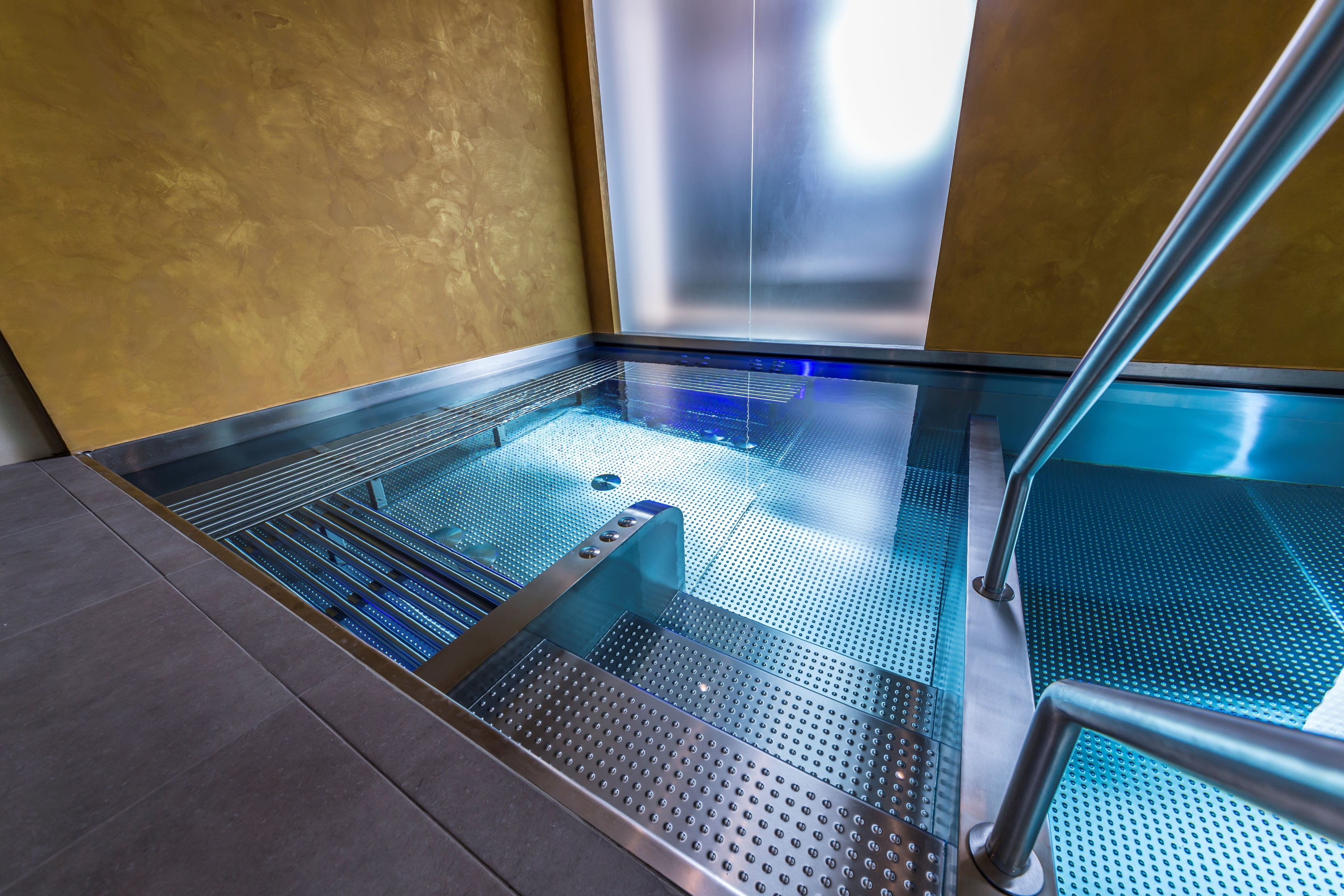 Nerezový bazén v hotelu Grand hotel Ambasador   IMAGINOX